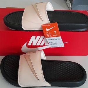 Nike Benassi JDI SE sandals.